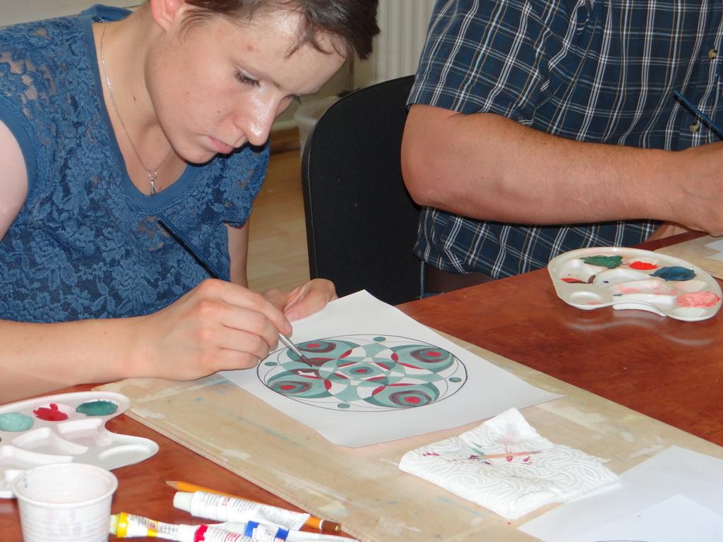 Festőtanfolyam életkép - mandala festés